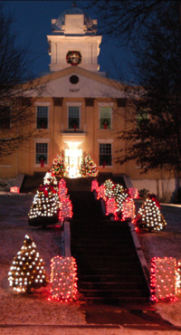 Carter County Courthouse dressed for the holidays.